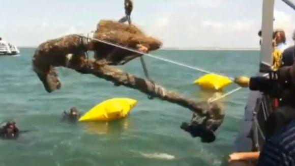 Archeologams per dabartinę ekspediciją pavyko iškelti nuskendusio laivo inkarą.