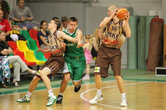 Krepšinio varžybų akimirka.
