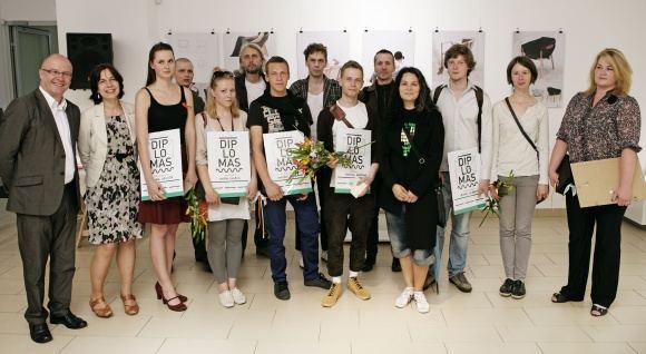 Tomo Kapočiaus nuotr./Konkurso Jaunojo dizainerio prizas 2011 laimėtojai ir darbų vertinimo komisija