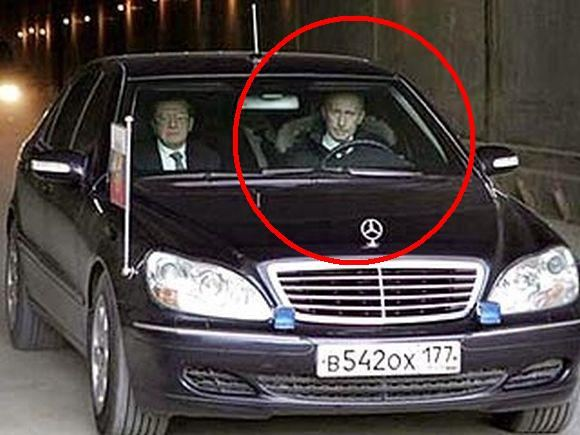 Komsomolskaja Pravda iliustr./V.Putinas be saugos diržo