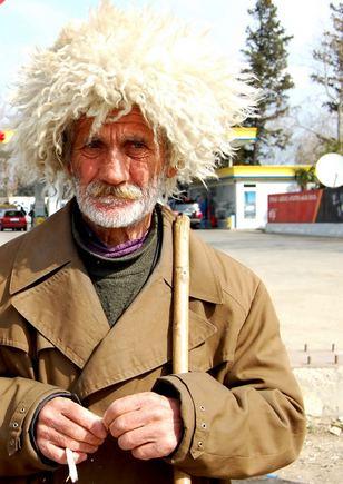 R.Jegorovos nuotr./Gruzijos senolis neskaičiuoja laiko.