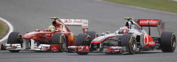 Reuters/Scanpix nuotr./Felipe Massa (kairėje) ir Lewisas Hamiltonas