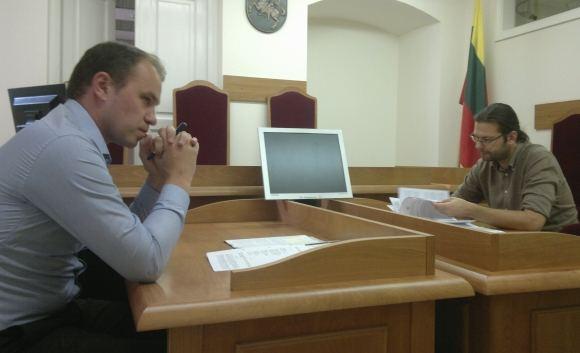 Sauliaus Chadasevičiaus/15min.lt nuotr./Teismo posėdžio metu argumentais apsiaaudė Tele 3 advokatas N.Zaleckas (kairėje) ir Žurnalistų etikos inspektoriaus patarėjas D.Velkas.