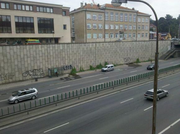 15min.lt skaitytojo nuotr./Policijos automobilis autobusų stotelėje