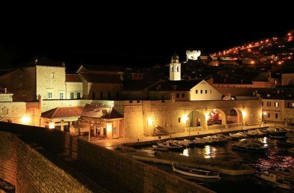 123rf.com nuotr./Dubrovnikas naktį.