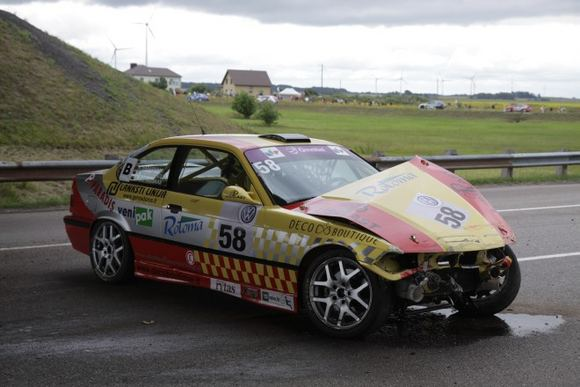 Žilvino Pekarsko/15min.lt nuotr./Sudužęs Rotoma Racing BMW M3