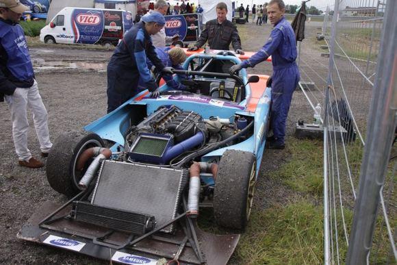 Žilvino Pekarsko/15min.lt nuotr./Bauer Racing lenktynės baigtos  užkalė AGM Kit Car variklis
