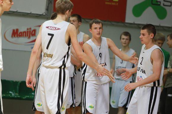 Šešiolikmečiai pralaimėjo pirmąsias rungtynes Latvijai