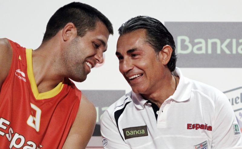 Felipe Reyesas (kairėje) pasirengęs kautis Europos čempionate vedinas Sergio Scariolo