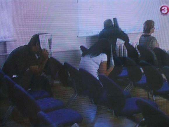 Kadras iš TV3 žinių/Prieš nuosprendžio paskelbimą nuteistieji teisme slėpė veidus