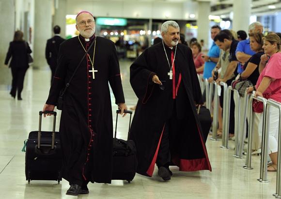 Vyskupai Madrido oro uoste