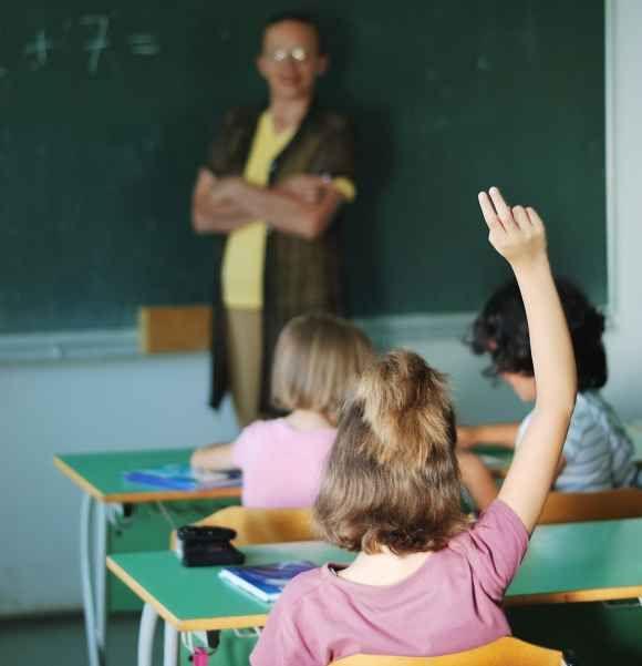 Mokytojų, kuriems daugiau nei 65 metai, Lietuvoje yra dvigubai daugiau nei tų, kuriems yra mažiau nei 25-eri.