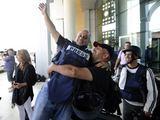 """""""Reuters""""/""""Scanpix"""" nuotr./Užsienio žurnalistai atgavo laisvę."""