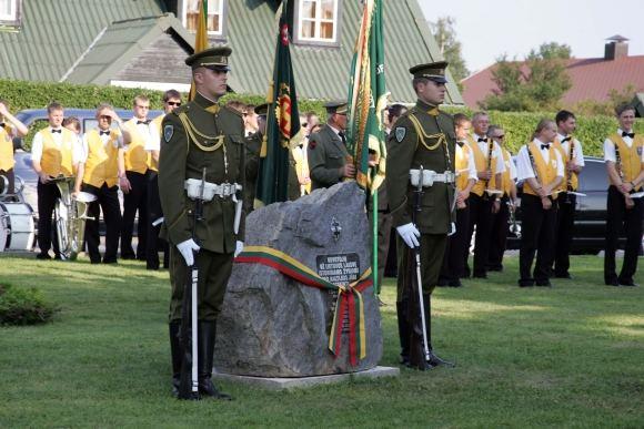 lietuvio rezistento Jono Pajaujo sodybojeGotlande (`vedijoje) atidengta atminimo lenta Lietuvos ir `vedijos rezistenciniams ryaiams atminti