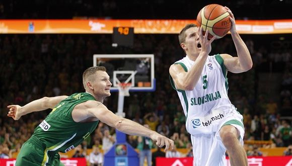 FIBA/Liusjeno Kulbio nuotr./Rimantas Kaukėnas ir Jaka Lakovičius (dešinėje)