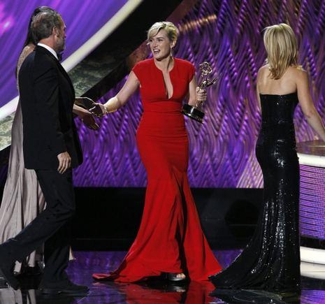 """""""Reuters""""/""""Scanpix"""" nuotr./Pirmąjį """"Emmy"""" apdovanojimą savo karjeroje atsiima Kate Winslet."""