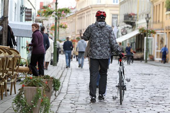 Valdininkai mano, kad Senamiesčiu važiuojantys dviratininkai nekelia didelio pavojaus pėstiesiems.