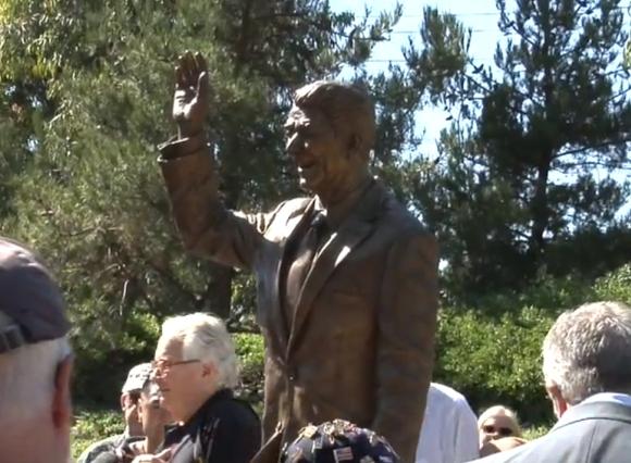 Ronaldo Reagano statula jos atidengimo dieną