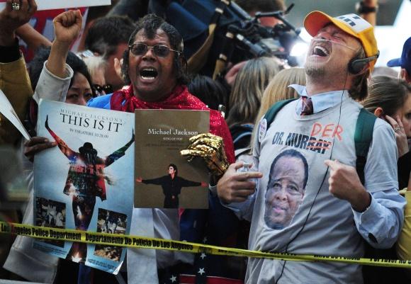 Michaelo Jacksono gerbėjų džiaugsmas išgirdus prisiekusiųjų sprendimą