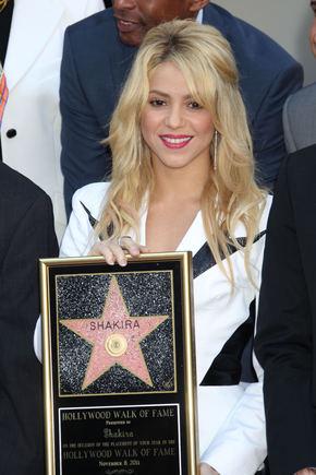 """""""Scanpix"""" nuotr./Shakira gavo žvaigždę Holivudo šlovės alėjoje"""