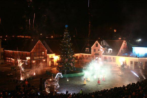 Kalėdų eglė Klaipėdos Teatro aikštėje bus įžiebta gruodžio 3 dieną.