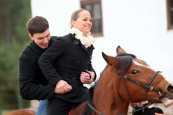 Juliaus Kalinsko/15 minučių nuotr./Kviečiu aokti dalyviai pramogavo kaimo sodyboje