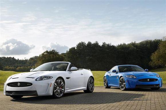 Gamintojo nuotr./Jaguar XKR-S Convertible  galingiausias markės istorijoje kabrioletas