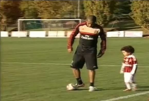 Robinho su sūnumi