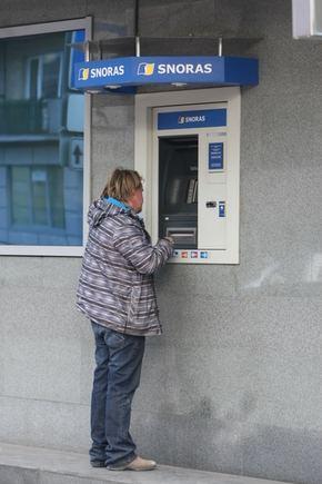 """Juliaus Kalinsko/""""15 minučių"""" nuotr./Banko """"Snoras"""" bankomatas"""