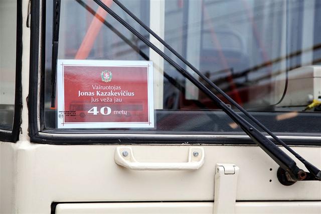Ilgamečiams troleibusų ir  autobusų vairuotojams – tai pažyminčios kortelės