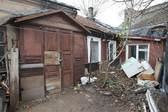 Šis apleistas namas Trakų gatvėje turėtų tapti deklaravimo vieta Vilniuje neregistruotiems vilniečiams.