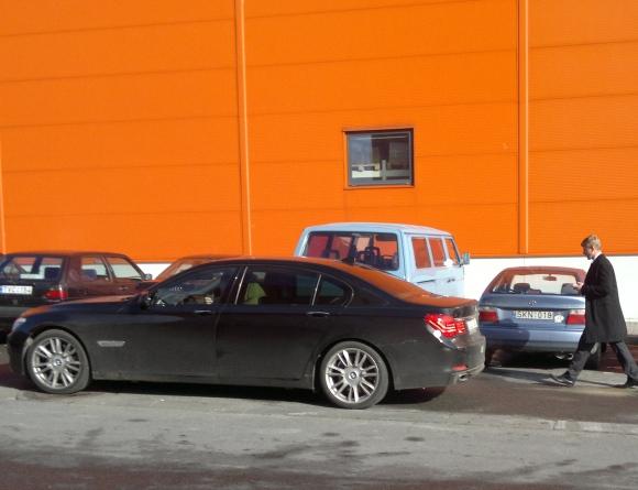 Marius Jovaiša ir jo limuzinas BMW.