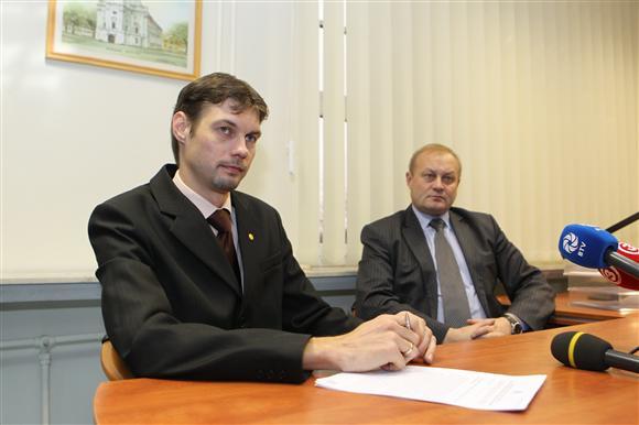 M.Venskus (k.) ir A.Packevičius pasakojo apie PVM grobstytojus.