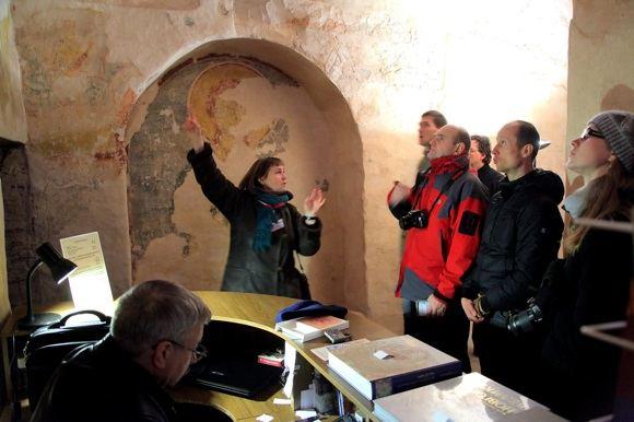 A. Kočevnik nuotr./XIII a. Spaso Neredicos cerkvės viduje, jos freskos sužavėjo Napoleoną III, dabar jos atkuriamos