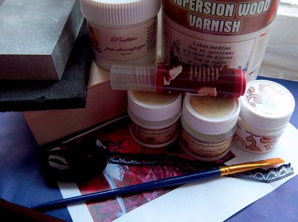 Dėžutės dekoravimui reikalingi daiktai