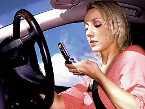 klabėjimas telefonu automobilyje