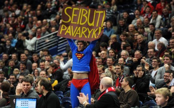 A.Pliadžio nuotr./Supermenas buvo ginkluotas plakatu Seibuti, pavaryk!