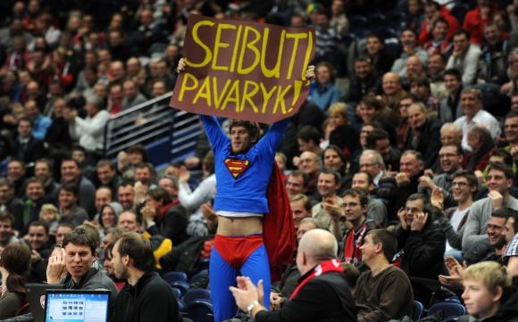 """Supermenas buvo ginkluotas plakatu """"Seibuti, pavaryk!"""""""