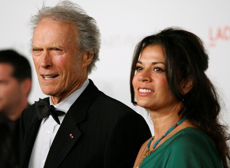 Clintas Eastwoodas su žmona Dina