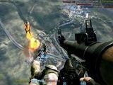 """Kadras iš """"YouTube""""/""""Battlefield 3"""" žaidėjas katapultavosi iš naikintuvo, nušovė priešą, kuris jį vijosi, ir sėkmingai įšoko atgal į savo naikintuvą."""
