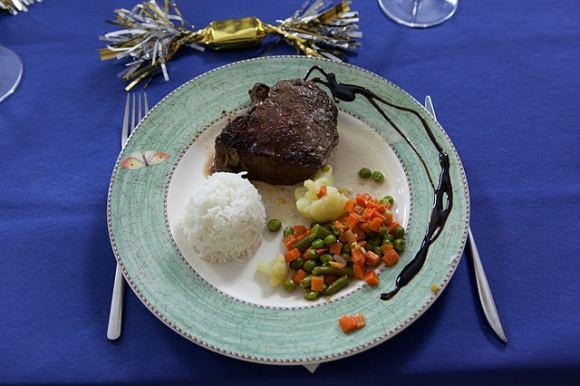 Eduardo Bareikos nuotr./Jautienos iapjova su pelėsinio sūrio padažu ir karatomis daržovėmis