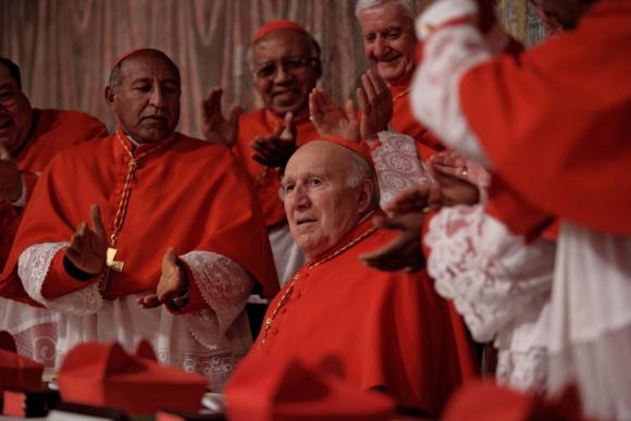 """Komiškoje dramoje """"Turime popiežių!"""" pagrindinį vaidmenį sukūrė Michelis Piccoli (centre)."""