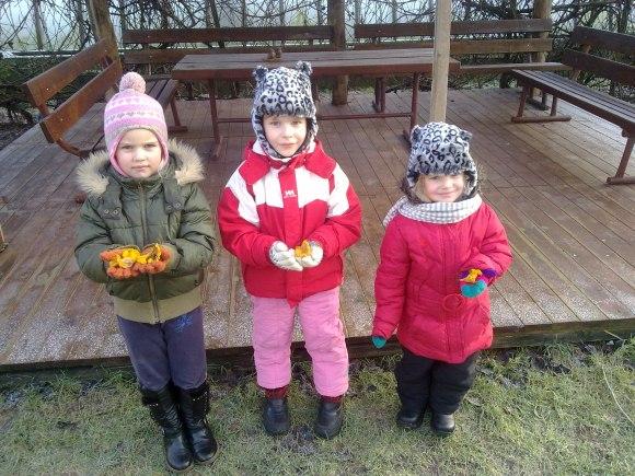 Vaikų rankose – sausio 1-ąją rastos voveraitės.