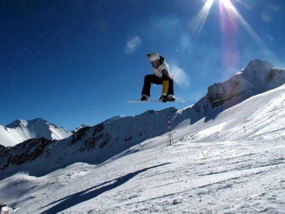 Asmeninio archyvo nuotr./Gytis `apranauskas atlieka triuką su snieglente