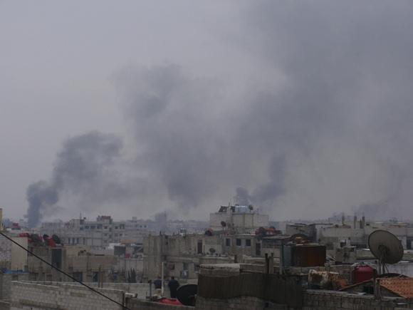 Virš Damasko rūksta tamsūs dūmai.