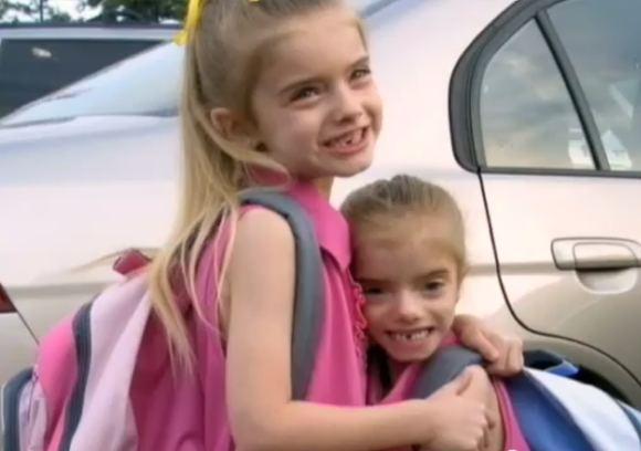 YouTube nuotr./Dvynės Sienna ir Sierra