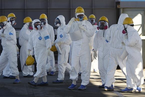 Fukušimos-1 atominės elektrinės darbuotojai