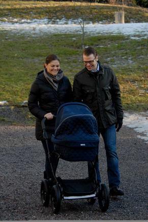 Princo Carlo Philipo/Kungahuset.se nuotr./Švedijos princesė Victoria su princu Danieliu ir dukra Estelle