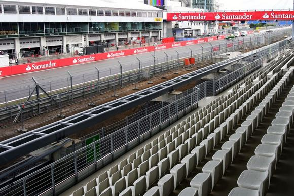 Scanpix nuotr./Niurburgringo trasos starto  finiao tiesioji