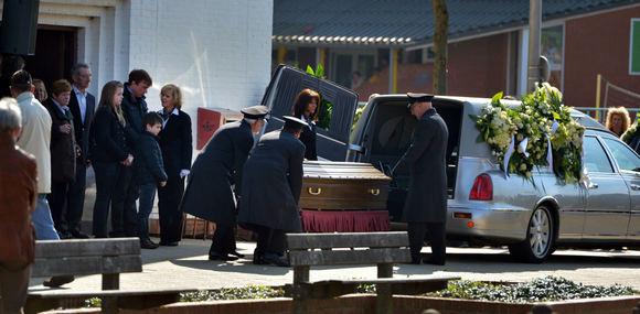 AFP/Scanpix nuotr./Įneaami vaikų, žuvusių per autobuso katastrofą `veicarijoje, karstai